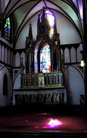 礼拝堂ステンドグラスの光