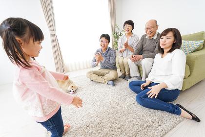 3世代の幸せなファミリー