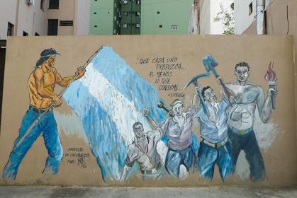 アルゼンチン・ブエノスアイレスにて壁面に描かれた労働者革命のグラフィティ