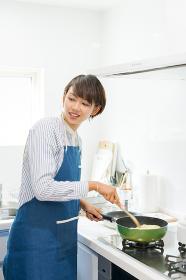 女性・調理(パスタ・スパゲッティ)