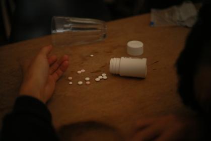 薬物多量摂取 イメージ