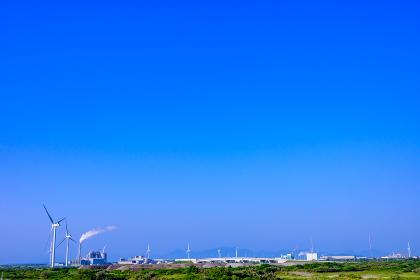 夏の響灘埋立地の工場地帯