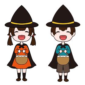 ハロウィンに仮装をする笑顔の女の子と男の子