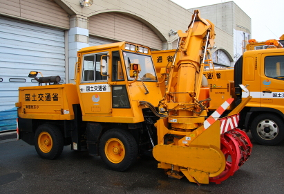 国土交通省の小型除雪車