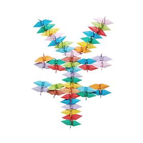 折り紙を並べて作った白バックの円マーク