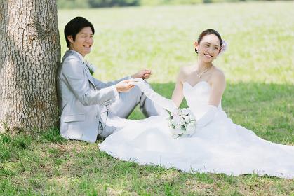 日本人カップルのグリーンウェディング