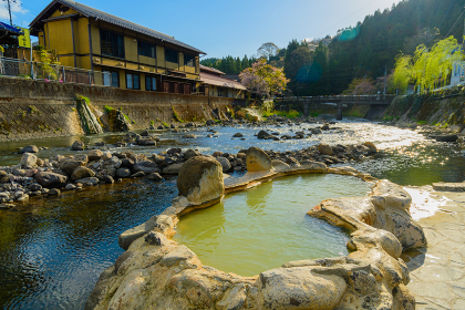 大分県長湯温泉の有名な露天風呂ガニ温泉