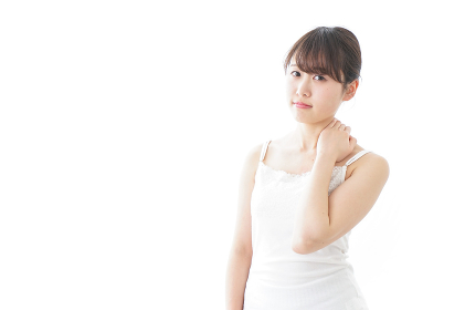 肩こり・関節痛に悩む女性