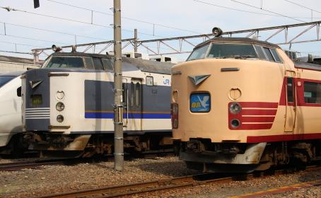 旧国鉄色車両の展示(2010年のJR吹田総合車両所一般公開時撮影)