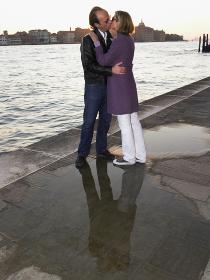 Couple kissing next to the sea