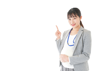 指をさす妊娠中のビジネスウーマン