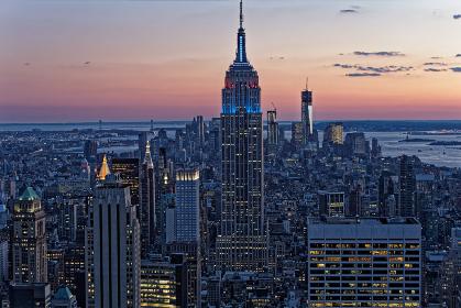 ニューヨーク摩天楼 マンハッタン夕暮れ アメリカ合衆国