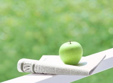 リンゴと新聞