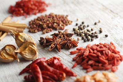 中華料理のスパイスと中華素材