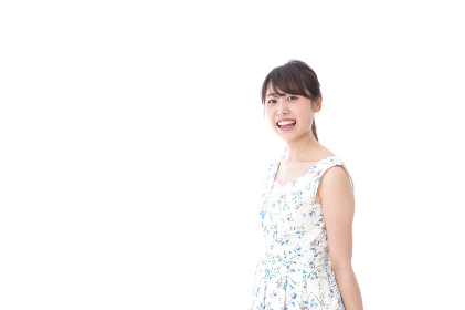 笑顔の若い美人女性