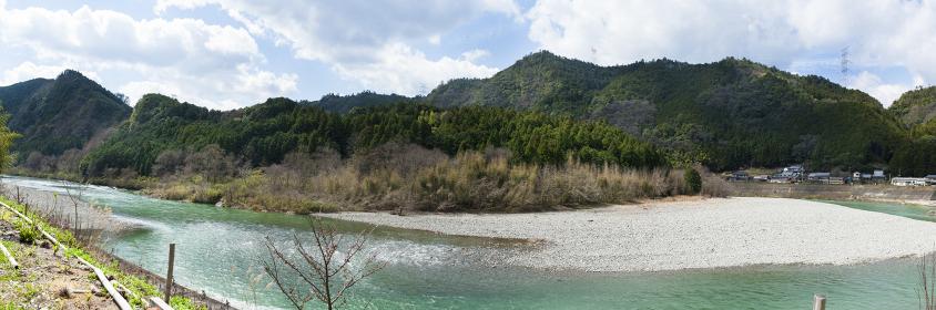 早春の吉野川のパノラマ