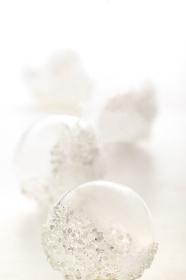 白い背景の中のクリスマス雑貨