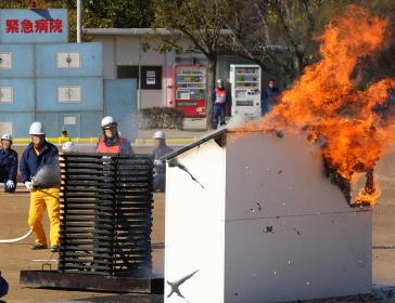 初期消火の訓練(2010年三田市総合防災訓練)
