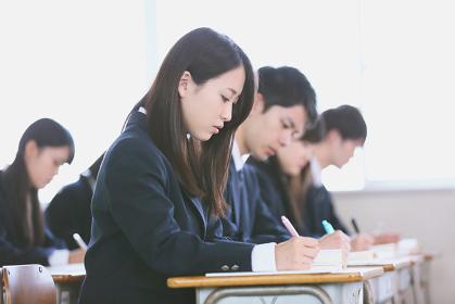 授業中の高校生イメージ
