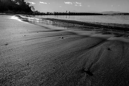夕方の砂浜 葉山町の森戸海岸