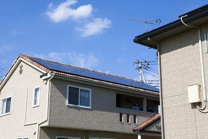 ソーラーパネルの付いた屋根