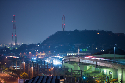 夜の北九州黒崎バイパスと車の光跡
