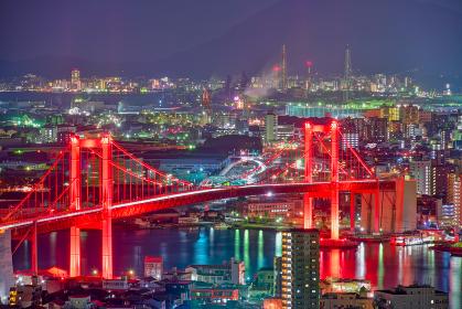 夜空に浮き上がる美しい赤い若戸大橋