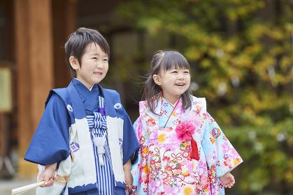 七五三で晴れ着を着た日本の子供