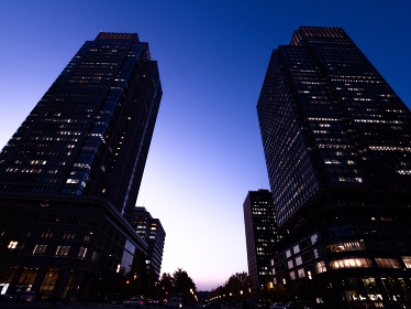 丸の内・ビジネス街の夕暮れ 東京都