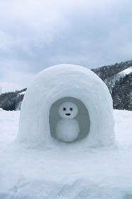 かまくらの雪だるま