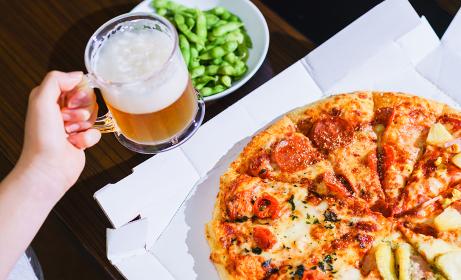 デリバリーピザで外出せずに自宅でオンライン飲み会【ウィズコロナのニューノーマル】