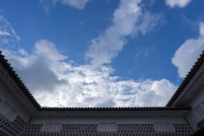 城壁と青空