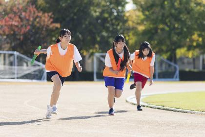 走る高校生