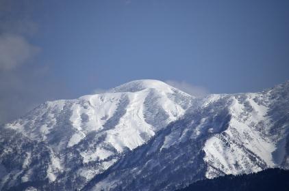 冬の晴天下の竜門山