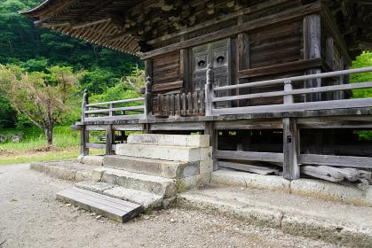 三重塔入口のクローズアップ、山形県まほろば古の里歴史公園阿久津神社