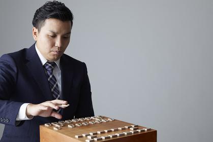 将棋を指す日本人棋士