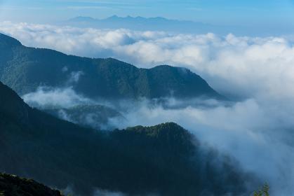 朝の美ヶ原高原と八ヶ岳