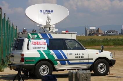 国土交通省の衛星通信車(2010年国土交通省淀川水防訓練)