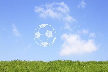 草原とサッカーボール