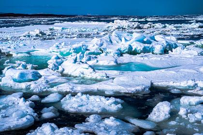 青く美しいオホーツク海