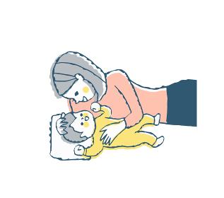 赤ちゃんと添い寝をするママ