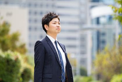 オフィス街のビジネスマン