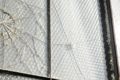 窓ガラスのひび割れ