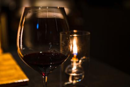 バー ムーディー お酒 夜 デート
