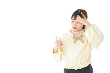 熱に苦しむ若い女性