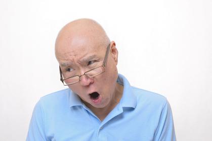 怒りの日本人シニア
