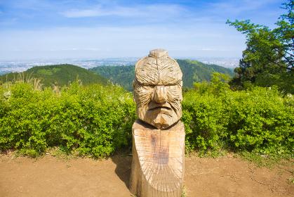 小仏城山山頂の彫刻(アップ)