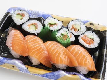 日本の新鮮な魚のお寿司(サーモン)