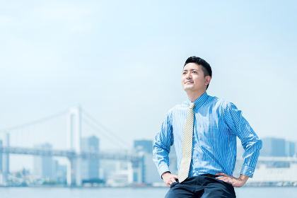 30代 男性 ビジネスイメージ(シャツ・夏・季節)