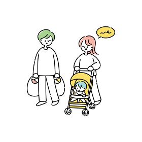 買い物から帰る夫婦と赤ちゃん